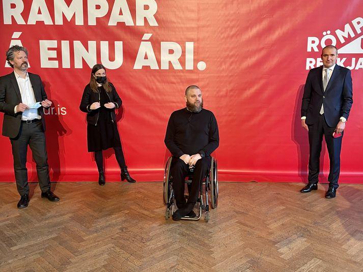 Borgarstjóri, forsætisráðherra og forseti íslands ásamt Haraldi Þorleifsyni, forsprakka Römpum upp Reykjavík á kynningarfundi verkefnisins í mars.