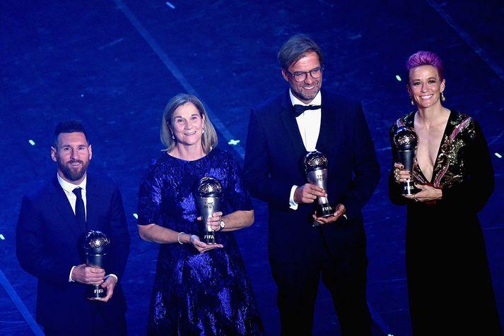 Verðlaunahafarnir í fyrra voru þau Lionel Messi, Jill Ellis, Jürgen Klopp og Megan Rapinoe.