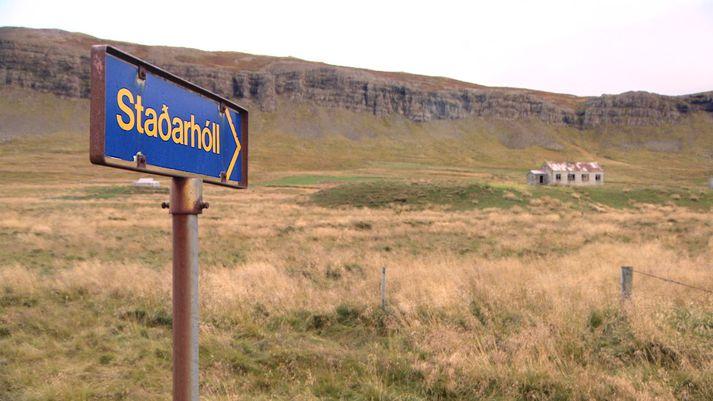 Staðarhóll í Saurbæ í Dölum er nú eyðijörð. Þar er fyrirhugað að gera Sturlureit.