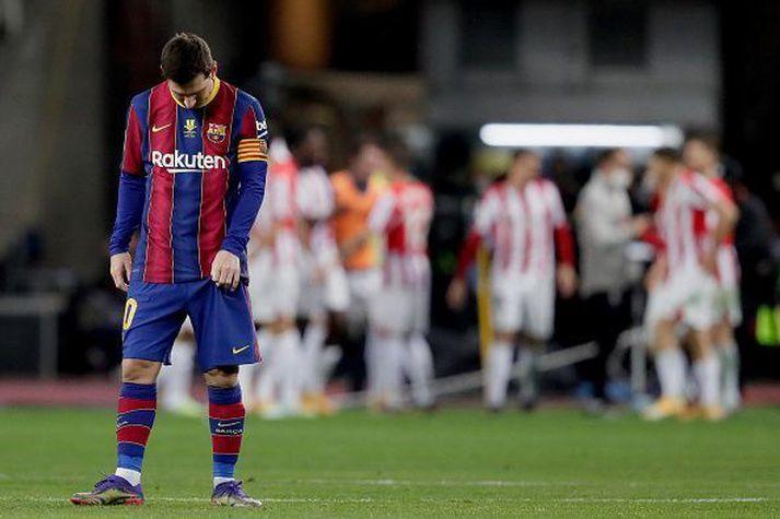 Messi niðurlútur á meðan Bilbaoingar fagna.