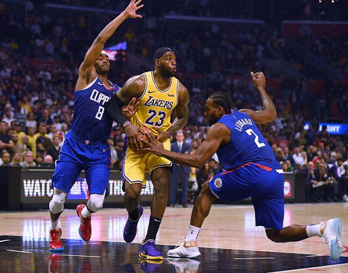 Vandræði LeBron James og félaga í Lakers frá síðustu leiktíð halda áfram.
