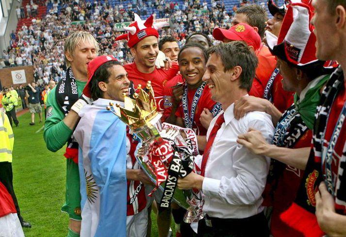 Gary Neville varð átta sinnum ensku meistari með Manchester United og kom síðasti titill hans vorið 2009. Hann var aðalfyrirliði liðsins síðustu fimm árin.