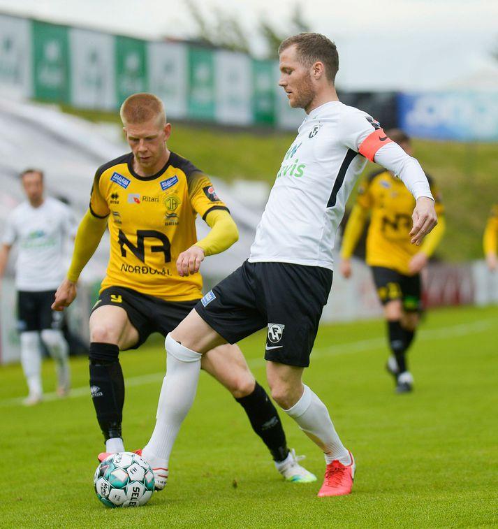 Björn Daníel Sverrisson í leik með FH á móti ÍA á dögunum.