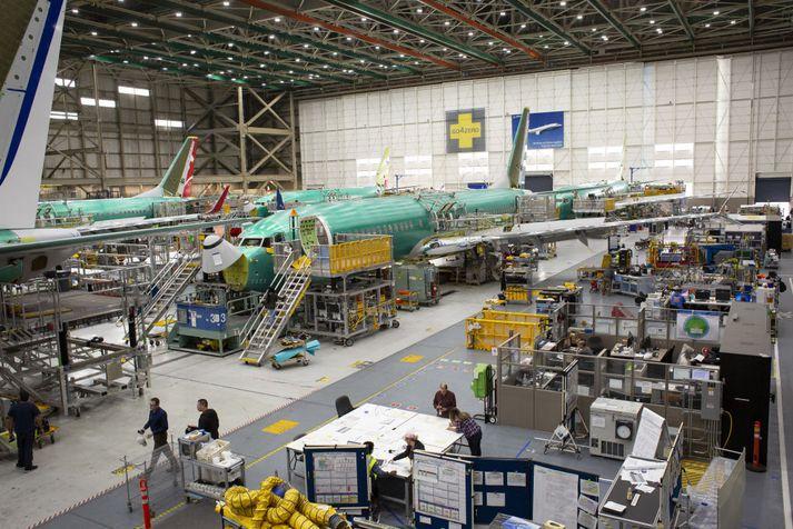Myndin er tekin í verksmiðju Boeing þar sem MAX 8-vélarnar eru framleiddar skömmu eftir kyrrsetningu þeirra í mars á þessu ári.