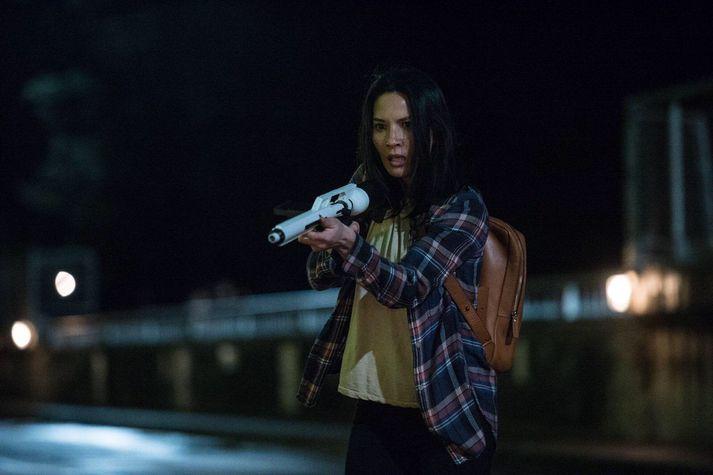 Olivia Munn í Predator.