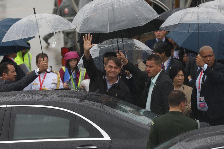 Bolsonaro við komuna til Osaka í Japan þar sem G20-ríkin funda.