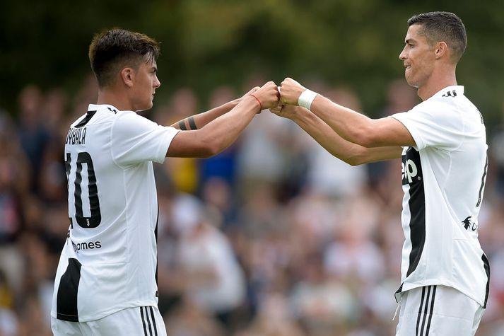Nýir vinir. Dybala og Ronaldo eru að ná vel saman.