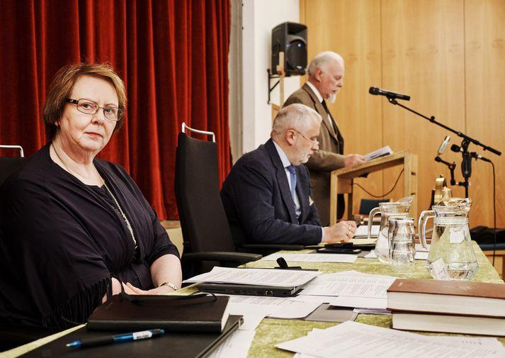 Agnesi M. Sigurðardóttur biskupi var ekki skemmt undir upplestri séra Geirs Waage á tölvupósti hennar á kirkjuþingi.