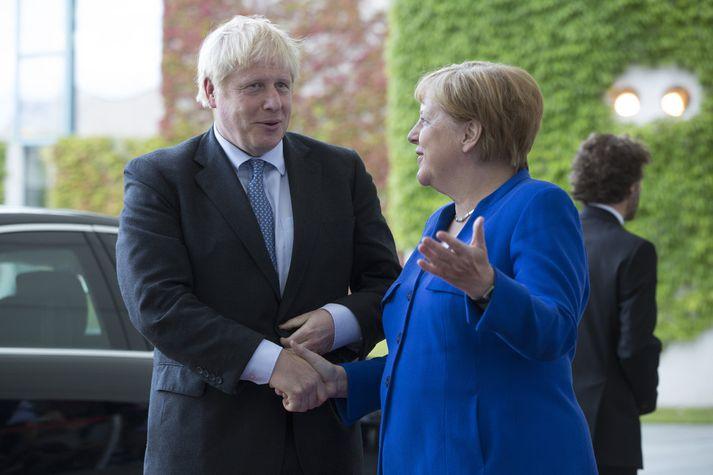 Johnson og Merkel ræddu saman í gær.
