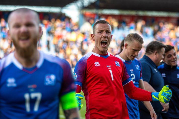 Hannes Þór Halldórsson spilaði allan leikinn við Tyrki þrátt fyrir að hafa meiðst í upphitun.
