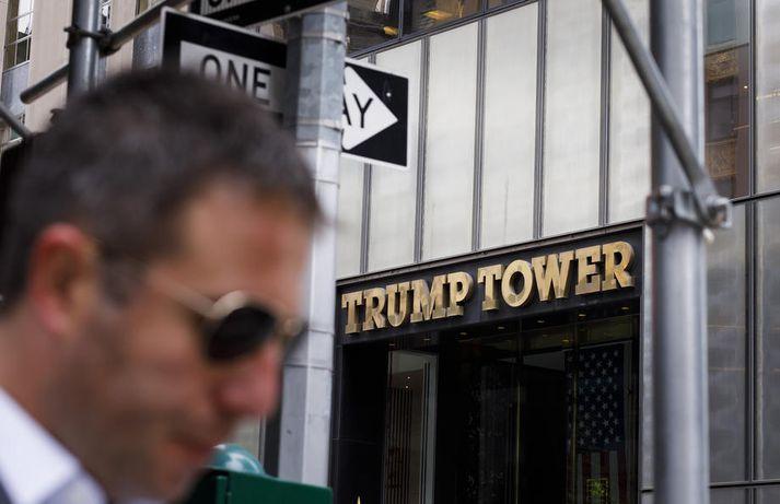 Saksóknarar í New York sem rannsaka greiðslur Trump og fyrirtækis hans til kvenna sem segjast hafa átt vingott við hann kröfðust þess að fá skattskýrslur frá endurskoðunarfyrirtæki forsetans.