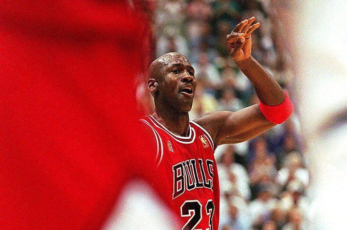 Michael Jordan í þessum fræga fimmta leik í lokaúrslitum NBA deildarinnar árið 1997 þar sem hann var með 38 stig, 7 fráköst, 5 stoðsendingar og 3 stolna bolta.