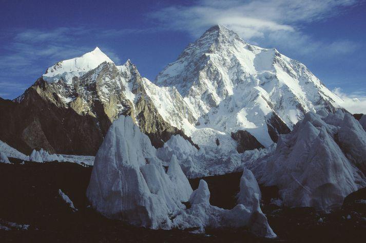 K2 er næsthæsta fjall í heimi eftir Everestfjalli. Það er 8.611 metrar að hæð og er í Karakoram-fjallgarðinum á landamærum Kína og Pakistans.