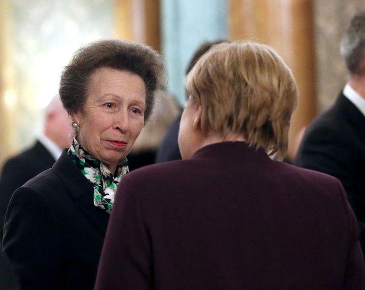 Anna prinsessa ræðir hér við Angelu Merkel, kanslara Þýskalands, í móttökunni á þriðjudag.