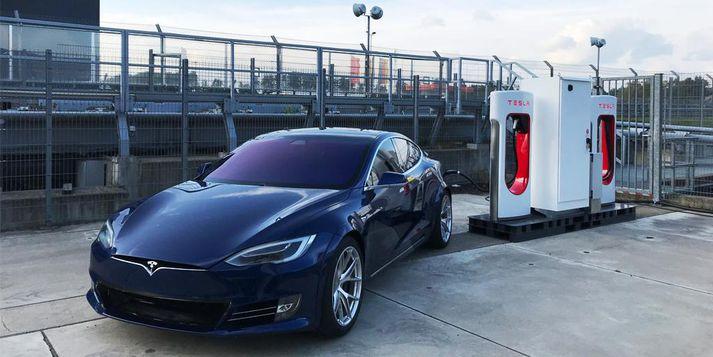 Tesla fær að smíða bíla í Kína.