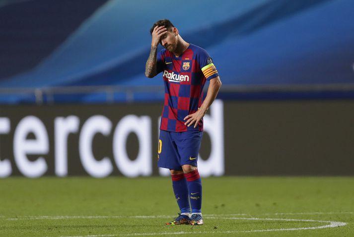 Lionel Messi niðurlútur eftir tapið fyrir Bayern München.
