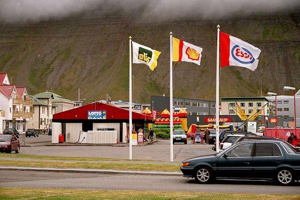 MÞ - Gleymdu 3 ára gömlu barni sínu á bensínstöð, voru komin 150 km í burtu!